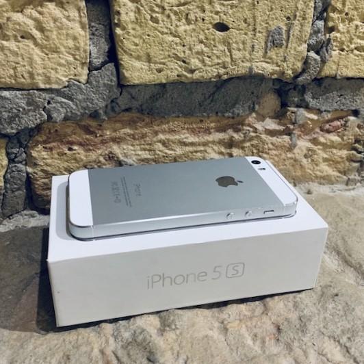 Apple iPhone 5s 16 GB Silver; состояние – А - ТвойGadget