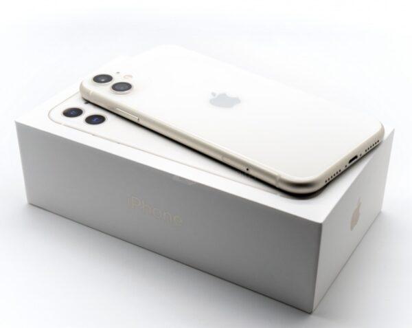 Apple iPhone 11 256GB White (MWLM2) Б/У состояние – А - ТвойGadget